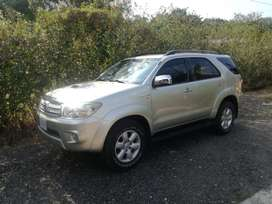 TOYOTA FORTUNER 2010 4X4 MANUAL