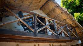 Habitaciones dentro de un hostal de lujo con piscina, billar, cocinas y amplias zonas de descanso. Desayuno incluido