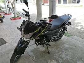 Hermosa moto Discover 125 ST- R BS modelo 2020