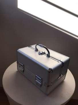 Caja retractil metalica