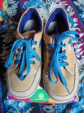 Zapatos Bubble Gummers Miel con Azul