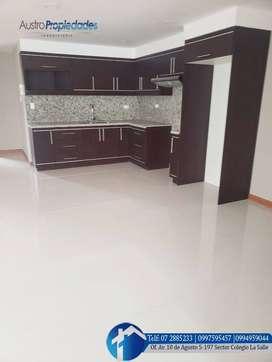 Casa en venta de 5 departamentos sector Avenida Loja