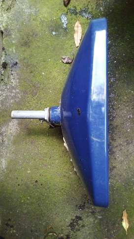 Lavamanos de empotrar en porcelana color azul. Medidas 53,5 ancho x 40 profundo