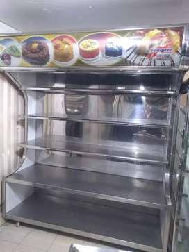 Botellero pastelería con auxiliar de cocina.