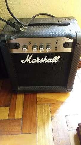 Se vende amplificador marshal  Modelo MG10CF  De 24 wats