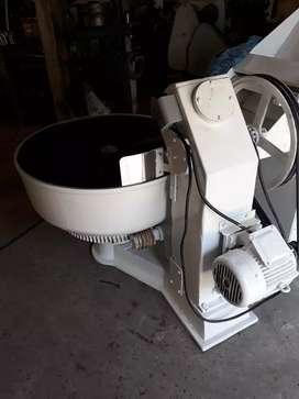 Amasadora convencional  pesada 75kg harina