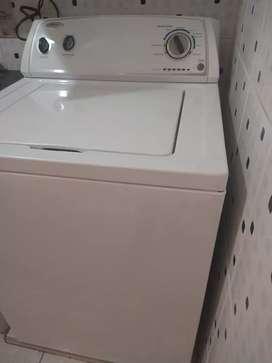 Lavadora Whirlpool 28 libras funcionando muy bien