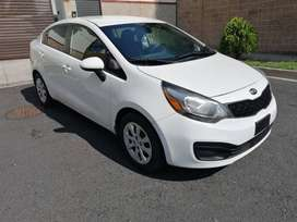 kia rio  2013 color blanco impecable MECANICO STANDAR