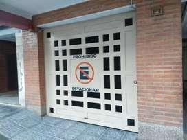 Amplia Cochera a 1 cuadra city bancaria