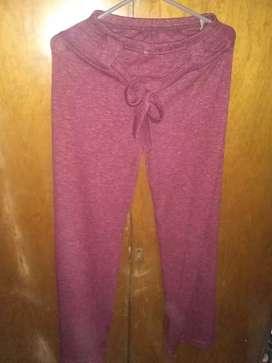 Pantalón  color bordo