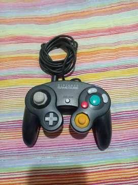 Se vende control original nintendo gamecube