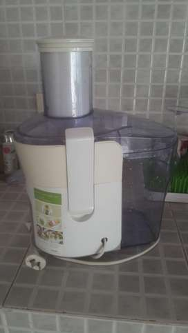 Maquina de jugos philip juicer