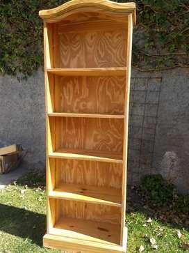 Biblioteca de pino natural