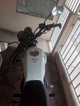 Motocicleta AKT 125