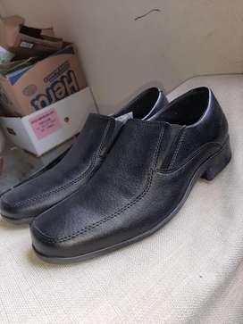 Zapato nuevo formal negro sin cordones para niño Talla 35