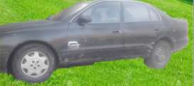 el vehículo es de marca toyota, modelo corona saloon, usa combustible gasolina y GLP, motor 1800, del año 1992.