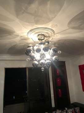 Se vende lampara de lujo para ambientar espacios, se arma con esferas en vidrio