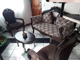Sala - incluye sofá , 2 poltronas y mesa de centro