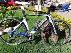 Se vende Espectacular bicicleta de crono, completamente original JAMIS Xenith T1 triathlon, en carbono de alto módulo