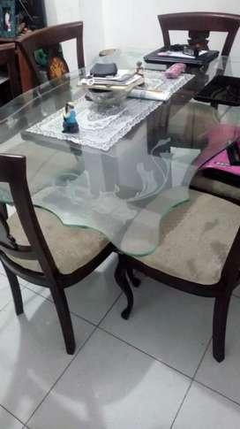 Mesa de comedor nueva 1/10 vendo motivo de viaje
