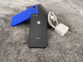 Iphone 8 usado - Impecable - Black con caja, cargador y cable, con funda azul de regalo.
