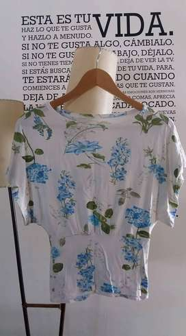 Remera flores talle 1 - 2
