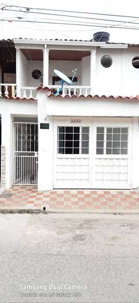 Arriendo casa urbanización las acacias, dos pisos. Primer