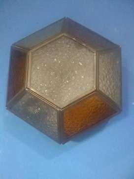 Aplique hexagonal antiguo único con tapa.