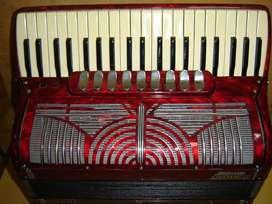 acordeon 120 crucianelli italy en 4ta y 5ta afinada