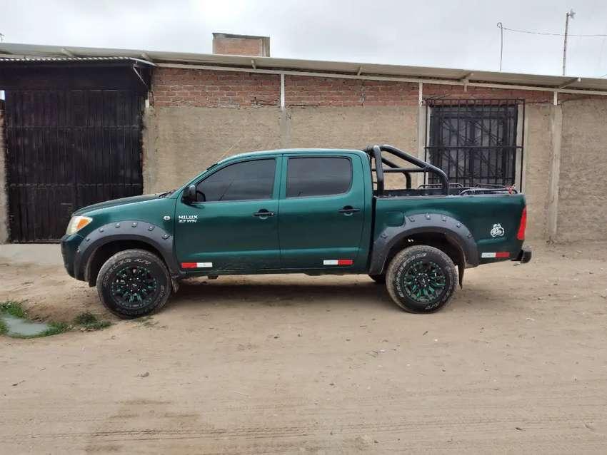 Vendo camioneta Hilux 4 × 2