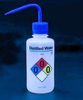 Agua destilada Purificada