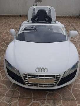 Carro electrico de bateria recargable electrico Audi R8 Spyder para niños