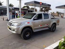 Toyota Hilux, 4x4, D/Cabina, año 2005, Motor diésel 2KD