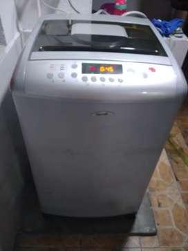 Vendo una lavadora en perfecto estado de 24 libras sirve tan bn para lavar ropa en agua caliente marca HACEB