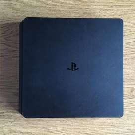 PS4 Slim 500GB + 2 joysticks + 5 juegos