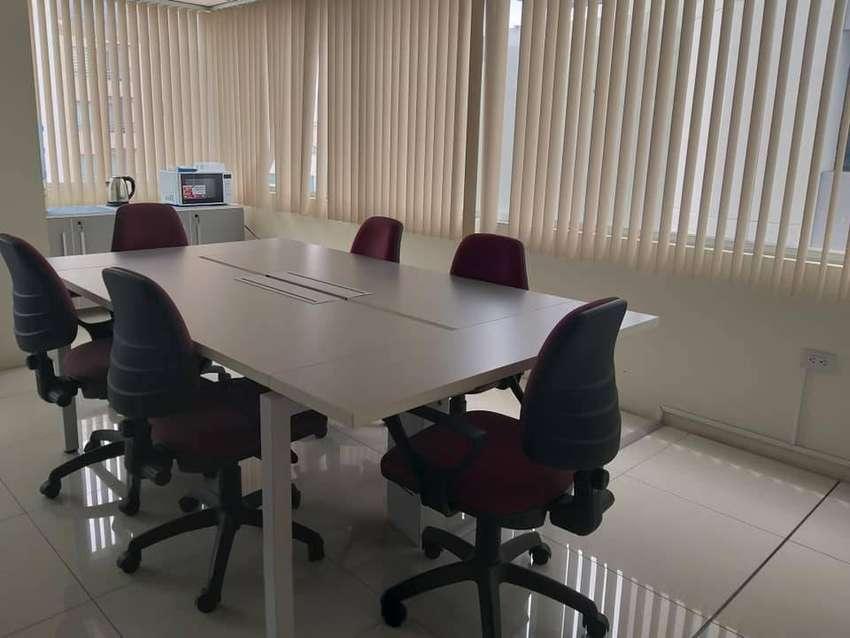 ReNtO linda oficina excelente ubicación Atahualpa y República. 0