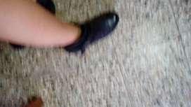 Vendo zapato de cuero poco uso numero 40