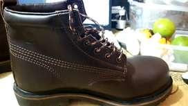vendo  botas  westland punta  de hierro  cortas