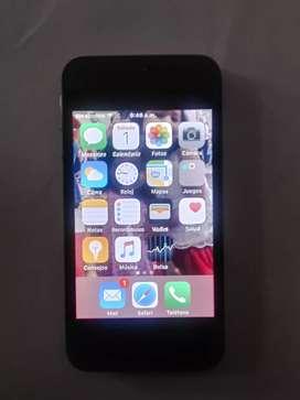 IPhone 4s desbloqueado.