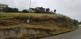 Terreno con obras, frente a vía principal.