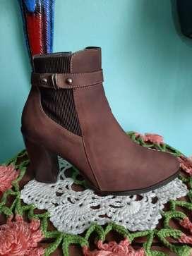 Lindas botas bosi, 100% cuero, usadas excelente estado