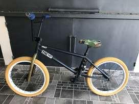 Bicicleta BMX freestyle FAD usada en buen estado