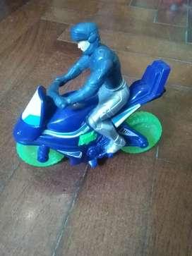 Juguete muñeco en moto Max Steel colección McDonald's 2011
