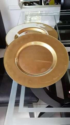 Platos dorados justo para la temporada de Navidad