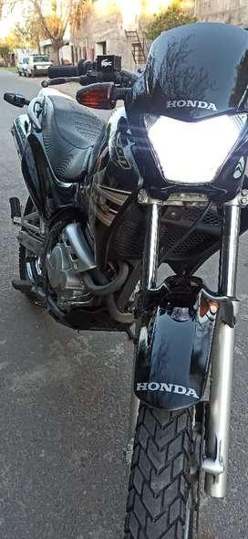 Vendo Honda falcón inmaculada
