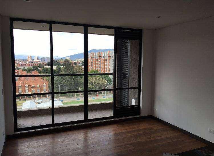 Se arrienda apartamento excelente ubicación y vista. Antigüedad 3 años. Piso 10. Ubicado en colina campestre. 0
