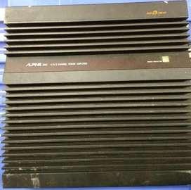 Alpine 3552 DuoB 4/3/2 canales amplificador de potencia. Cuenta con una potencia de 50 watts RMS x 4 canales a 4 omhs