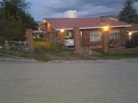 CARLOS PAZ  Casa C/ Pileta frente RÍo 6-8 personas 0