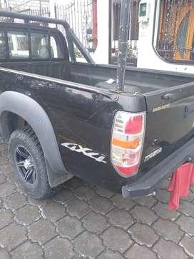 Se vende camioneta Mazda 15000$