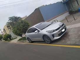 Kia Rio Motor 1.4 2019 Plateado 5 Puertas